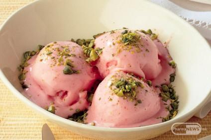 domashen-sladoled-od-crveni-slivi-i-jogurt_image