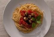 shpageti-so-pecheni-modri-patlidjani_image