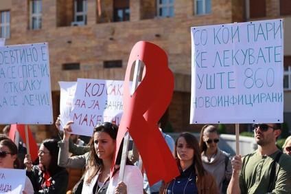 poevtino-e-da-se-sprechi-otkolku-da-se-lechi-protest-za-kratenjeto-na-budjetot-za-hiv-image