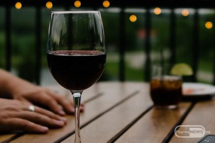 kako-alkoholot-vlijae-na-nasiot-son_image