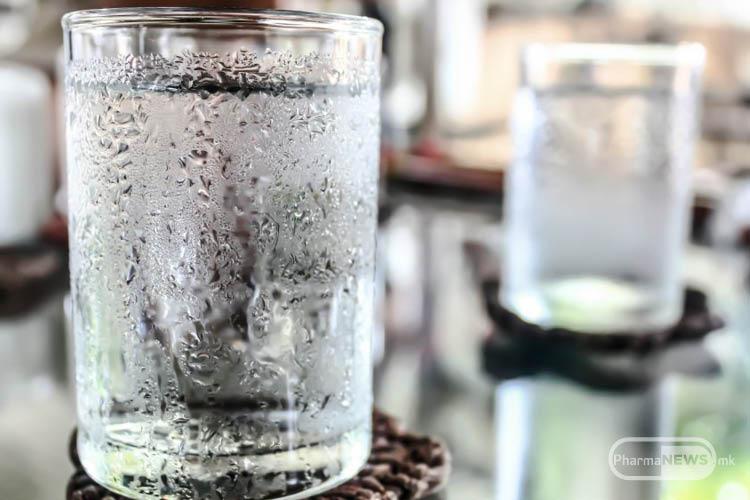 kako-ladnata-voda-mozhe-da-ja-pretvori-hranata-vo-otrov_image